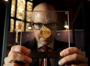 Нумизмат - коллекционер монет
